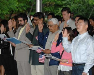 New US citizens taking the Pledge of Alligiance. Photo: USCIS